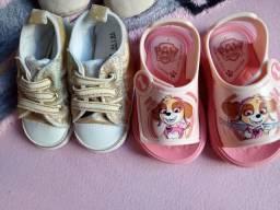 12 pares de sapatos de menina