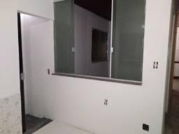 Aluga-se casa no Centro de Lauro de Freitas.