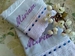 Conjunto de toalhas bordada