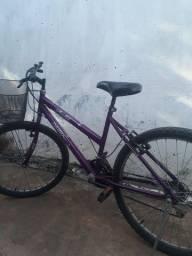 Vendo está bicicleta usada semi nova tem nota fiscal