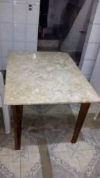 Mesa de mármore! Base de madeira.