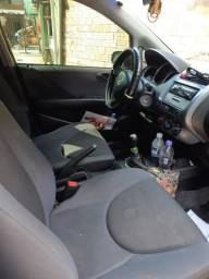 Honda Fit, com mecânica em dia, funilaria para fazer