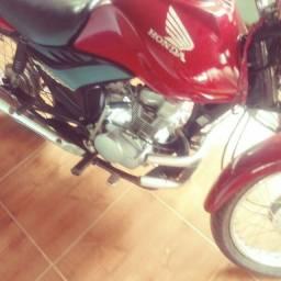 Vendo esta moto 2010. 10
