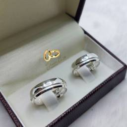 Alianças e anéis