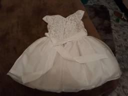 Vestido branco veste até 2 anos
