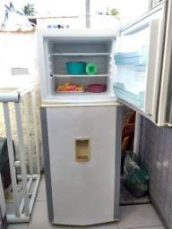 Geladeira Brastemp gelo seco boa gelando perfeitamente 470 litros espaçosa