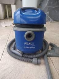 Aspirador de pó Eletrolux.