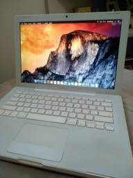 Macbook White 4GB Ram 1TB HD