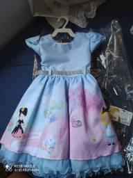 """Vestido temático """"Alice no País das Maravilhas"""""""