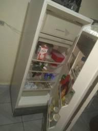 Vendo geladeira funcionando perfeitamente só falta a luz de dentro