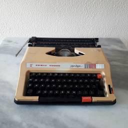 Máquina de Escrever - Antiquário