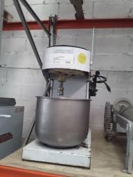 Batedeira planetária 12 litros
