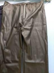 Vendo duas calças novas