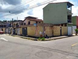 """Casa de esquina com terreno """"comercial"""" no Volta Grande II"""