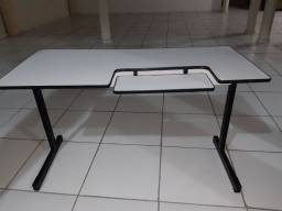 Mesa de apoio para computador ou pra estudo / escritório
