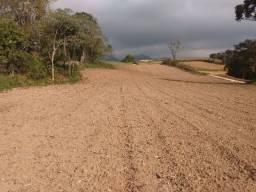 Terreno com 36.270,18 m² na Colônia Malhada com vertente de água.