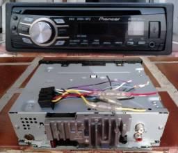 Aparelho Pioneer com leitor de CD, entrada USB, Auxiliar, rádio AM/FM (Seminovo)