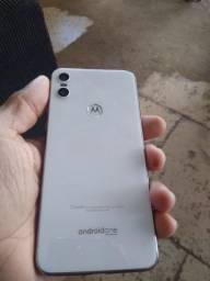 Vendo ou troco  Motorola one 64gb 4 de RAM