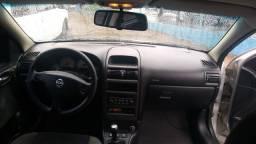 Vendo Astra 2005 Hatch 2.0