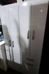 Roupeiro 4 portas e 2 gavetas