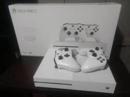 X-Box One S 1TB 2 Controles + Jogo