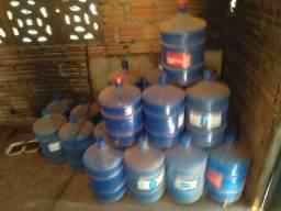 Título do anúncio: Vende  se 26 garrafão  de águas