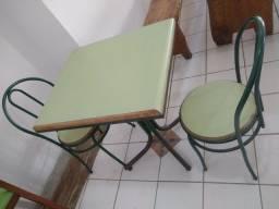 Título do anúncio: Mesa com duas cadeiras