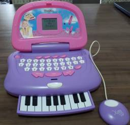 Laptop Xuxa com piano acoplado