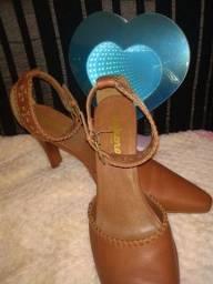 Título do anúncio: Sapato em couro legítimo, Dakota. Número 36.