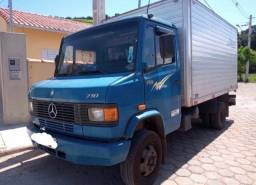Caminhão Mercedes mb 710