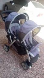 Carrinho de bebê Chicco duplo