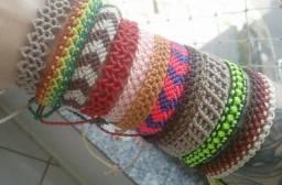 50 macrame pulseiras/tornozeleiras variadas