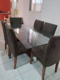 Mesa com 6 cadeiras acolchoadas na cor cinza escuro