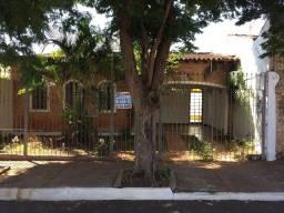 Casa com 3 dormitórios para alugar, 10 m² por R$ 1.800,00/mês - Santa Marta - Uberaba/MG