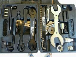Caixa com ferramentas super B