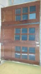 Vendo uma janela de três folhas de pau darco incluindo a pedra