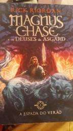 Livro Magnus Chase e espada do verão