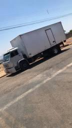 Caminhão baú 13-180