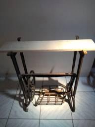 Mesa ou Pé de Máquina de Costura