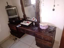 Penteadeira de madeira colonial