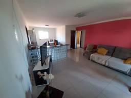 Vende-se prédio com três kits e dois apartamentos no Bairro Emaús