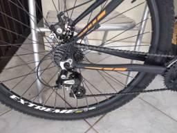 Bike oggi tamanho 19 e aro 29.