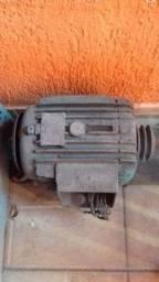 Vendo motor trifasico de baixa rotação funcionando