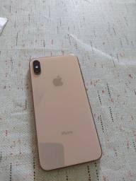Vendo iPhone XS Max Dourado de 256GB + 8 cases