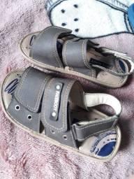 Roupas e calçados infantis