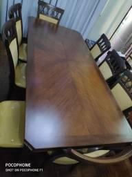 Mesa de madeira nobre, 8 lugares, Alto padrão.