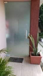 Vendo porta e fachada de vidro
