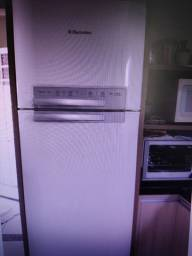 Geladeira 220V - 430l Frost Free eletrolux