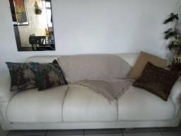 Sofá em couro com boas condições de uso