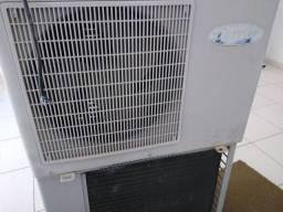 Dois ar-condicionado carrier 30